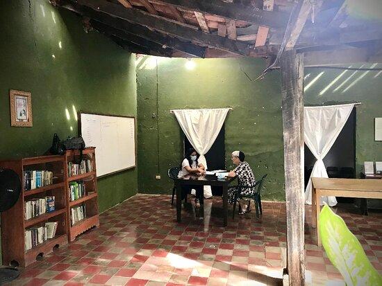 Nuestra escuela se siente muy alegre de abrirle sus puertas a Calvin y Becky, un  matrimonio de Misioneros Menonitas de Estados Unidos que han iniciado sus clases de español en nuestra escuela; sean bienvenidos y les deseamos éxitos en sus dos años de misión en El Salvador.