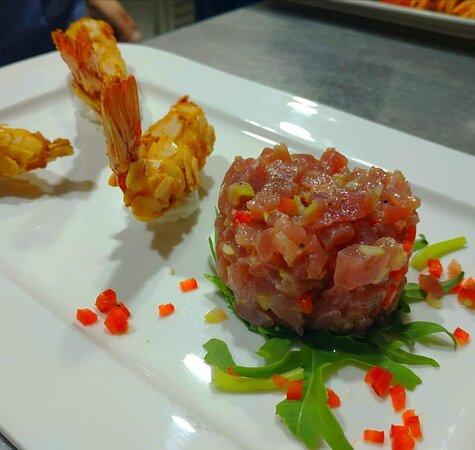 Almond crusted fried tiger Prawns with alioli and tuna tar tar