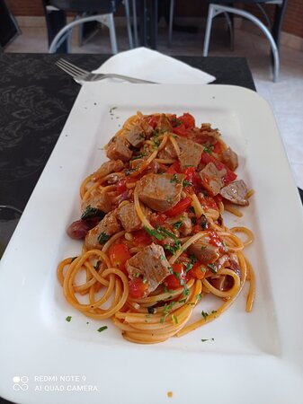 Spagetti with tuna, olives and tomato cherry