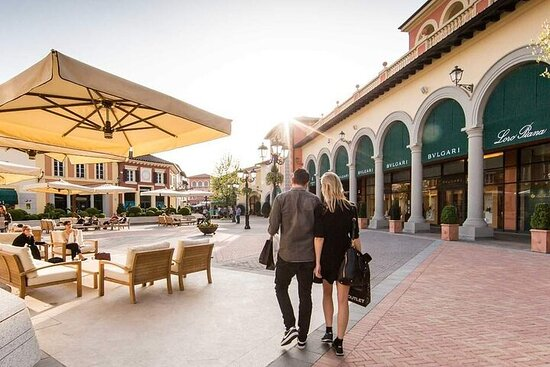 Serravalle Designer Outlet Private Shopping Tour from Milan