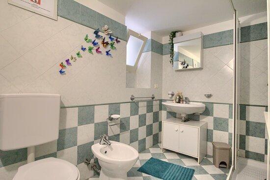 Marina San Gregorio, Italy: Badezimmer Wohnung Sole B /  Bagno Appartamento Sole B