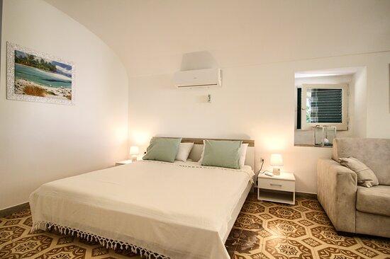 Marina San Gregorio, Italy: Schlafzimmer Wohnung Sole C /  Camera da letto Appartamento Sole C