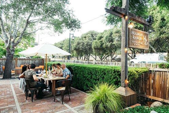 Carmel Valley, CA: Holman Ranch Tasting Room front patio