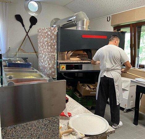 Der Originale Italienische Pizza Holzofen ein Genuss!