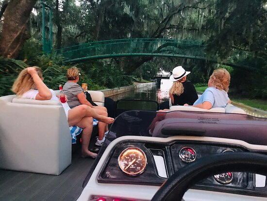 """Cruising The """"Famous Chain of Lakes,"""" is a fun filled family Adventure 🐊🦅🚤🦉"""