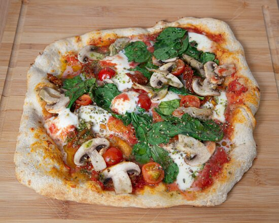 Pizza Vegetal (espinacas, champis y tomate seco a sol)