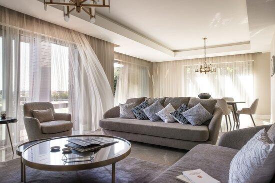 4 Bedroom Villa Living Room Details