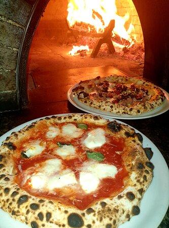 Pizza Margherita e Pizza Ghiotta