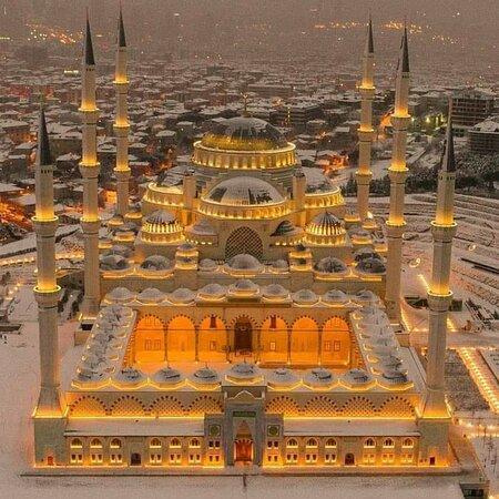 Istanbul, Turkey: La moschea azzurra è diventata bianca