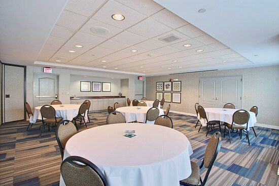 Meeting Room near Milwaukee airport hotel