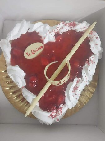 Tarta San Valentín relleno fresa