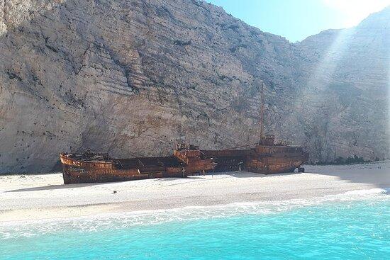 Visite en petit groupe de la plage des épaves et des grottes bleues...