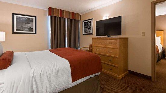 Queen Bed in Suite with 3 Queens