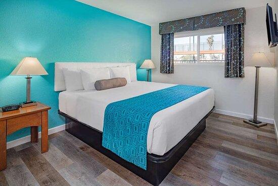 Howard Johnson by Wyndham San Diego Chula Vista Suite Hotel