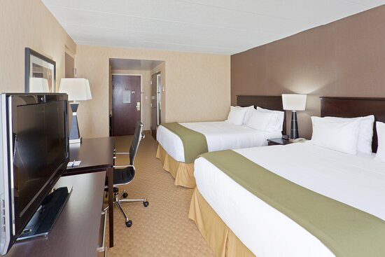 Spacious Guest Room with 2 queen beds