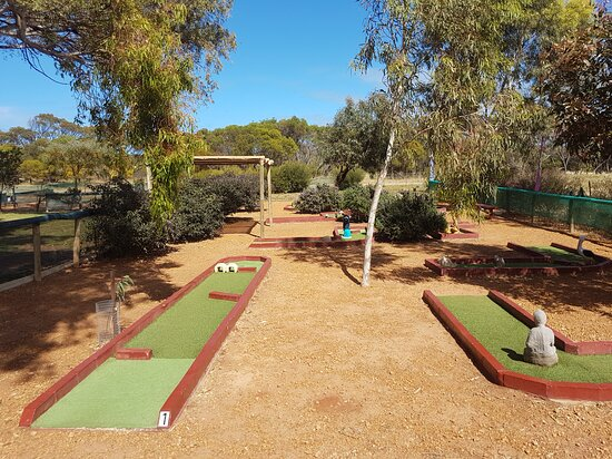 Dongara, Úc: 9 hole mini golf course.