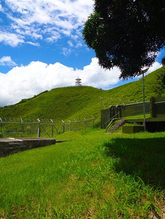 Noumea, New Caledonia: ╭🐦 ╮TOUR L'OISEAU DE MONTRAVEL╭🐦 ╮ View from CHEMIN DE LA VIERGE TRAIL ╭🌱 ╮ 𝙉𝙤𝙪𝙢𝙚𝙖 𝘾𝙞𝙩𝙮   ╭🌱 ╮ 𝑵𝒆𝒘 𝑪𝒂𝒍𝒆𝒅𝒐𝒏𝒊𝒂  ╭🌱 ╮