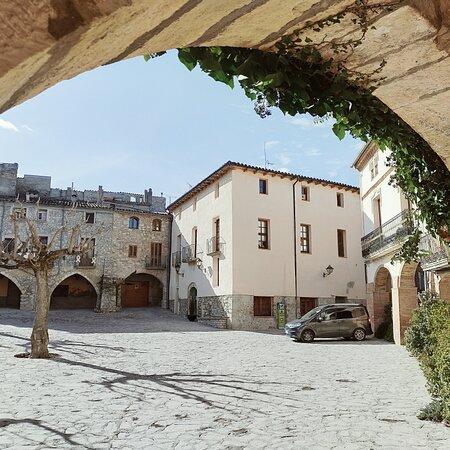 La Llacuna, Spain: Pueblo de interior de la provincia de Barcelona. Muy bueno para salir del confinamiento