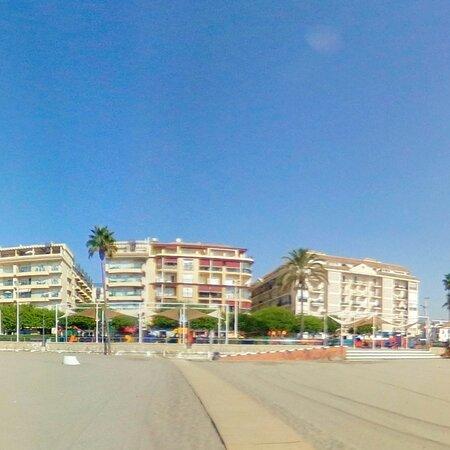 Main Estepona beach