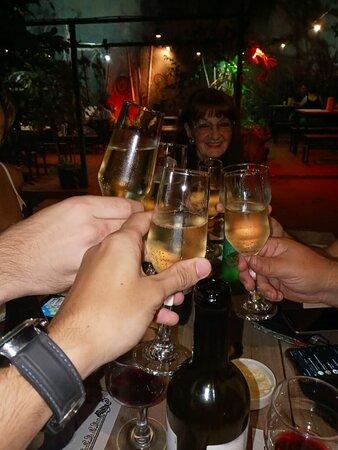 Excelente restaurante muy buena atención suoer recomendado....si vas a Iguazu tenes que cenar en ese restaurante