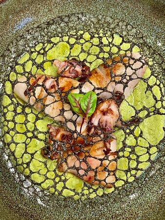 Calamaro su crema di menta e zucchine con merletto di nero di seppia... il calamaro non è mai stato così sexy...