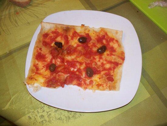 Liguria, Olaszország: focaccia al formaggio pizzata