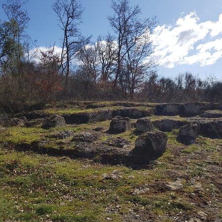 Alla scoperta degli Etruschi. La bellissima necropoli rupestre di San Giuliano