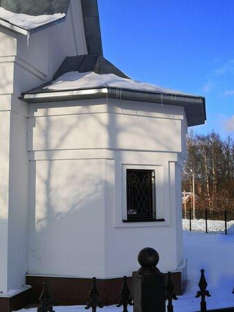 Апсида храма в профиль