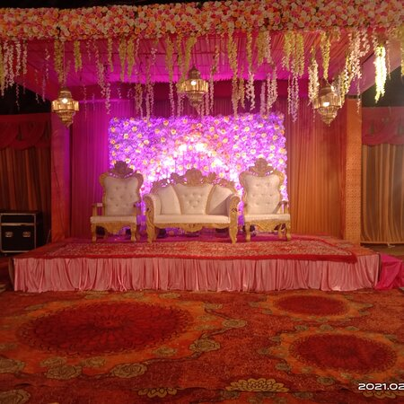 Dehradun District, Ấn Độ: Red Tag Catering one of the best catering in Dehradun Uttarakhand India contact 9915580857 In India, food is a key component to an event's success. A wedding calls for a grand feast and loud celebration. It is essential to choose a good caterer to suit your specific needs and tastes since your wedding is a very intimate and personal celebration. Make your wedding a grand event and a beautiful and joyful experience for all of your family and friends!