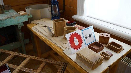 Процесс изготовления Федоскинских шкатулок - из картона и папье-маше.