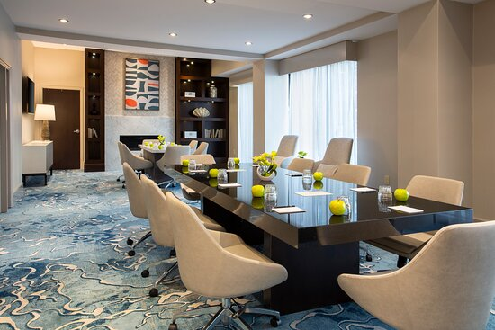 [NEWLY RENOVATED] Lobby Living Room, perfect for small meetings or intimate celebrations