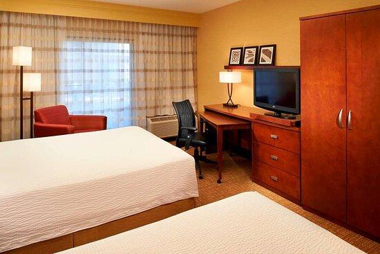 Two bed queen guest room