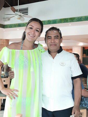 ARSENIO, lo conocemos desde que yo estaba chiquitita y siempre que venimos a Cozumel él es una excelente persona al pendiente de cada cosa muy agradable .restaurante La veranda