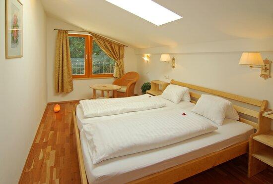 Oberndorf, Αυστρία: Schlafzimmer in Ferienwohnung