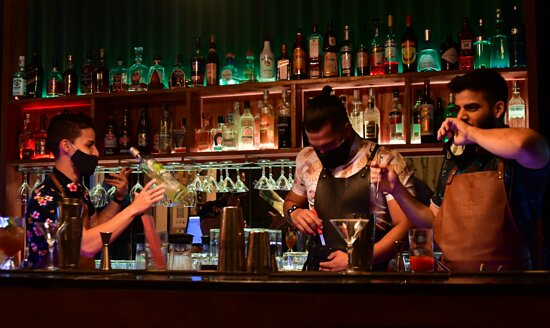 Equipo de bartenders bar paZillo