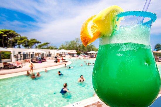 Cocktail au bord de la piscine Camping Saint Aygulf Plage