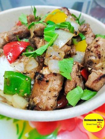 Wok de travers de porc au poivre noir