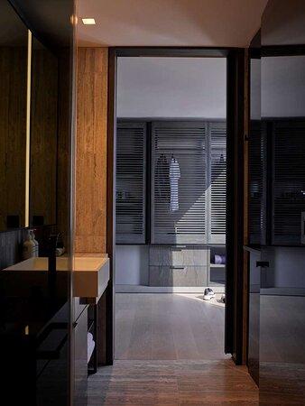 Deluxe Jr Suite River Bathroom Dressing Area
