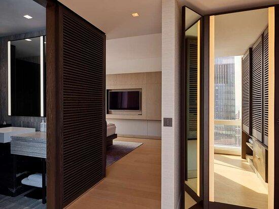 Deluxe Jr Suite River Bedroom Bathroom Mirror