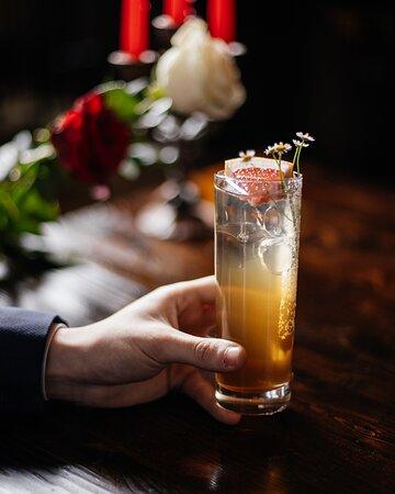 Нежный и травянистый коктейль Daisy Wheel на основе текилы, домашнего ромашкового кордиала и грейпфрута.