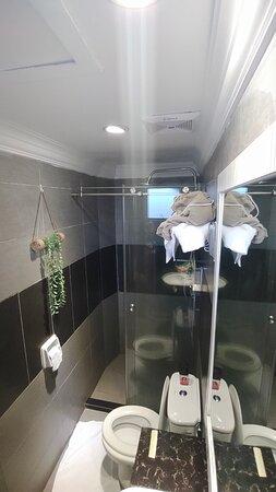 Queen Sea View bathroom