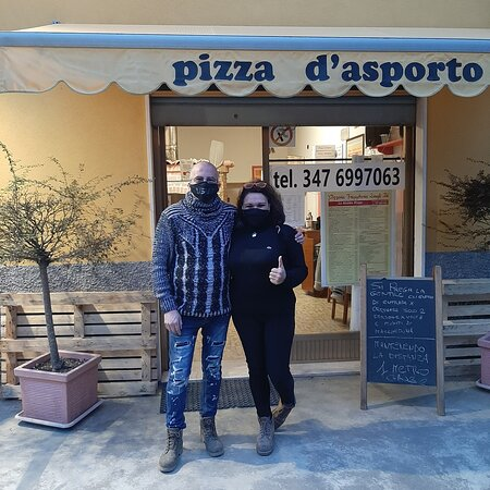 Piazza Brembana, Italy: PIZZERIA FRIGGITORIA D'ASPORTO DAGLI ZÌÌ su Google: https://posts.gle/VKY7a