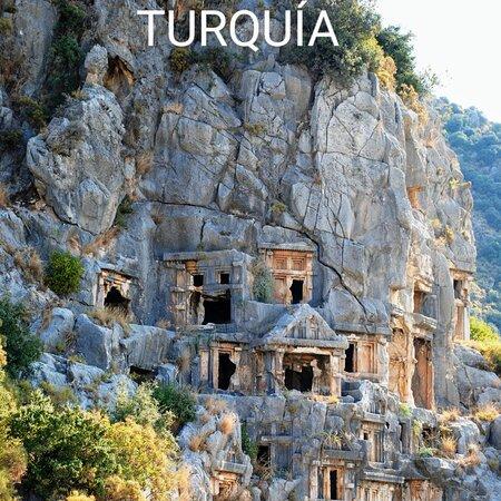 تركيا: TURQUÍA. THOSE HOLES CARVED IN THE STONE HAVE A LOT OF EMPTY TOMBS BY WHICH CRACKS, THE WHISTLE OF THE DEAD PRIOR INHABITANTS YET CAN BE HEARD