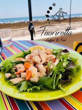 Fuorirotta Coffee&Food Il Vostro angolo di Relax e Gusto affacciato sul Mare!
