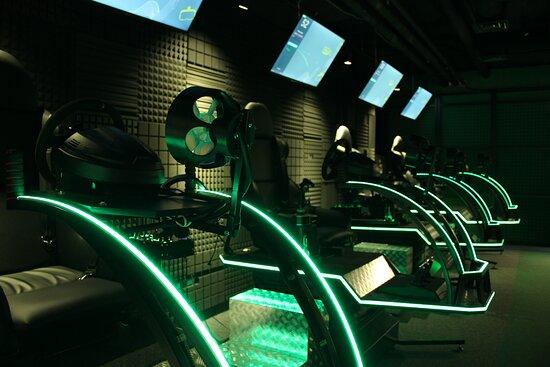 Vyshneve, Ucrania: Injoy VR простір реальної віртуальності. Зона з авто- та авіасимуляторами