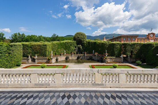 Skip-the-line ticket of Villa Reale di Marlia with Park and Museums