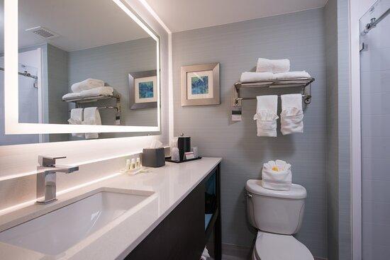 Belcamp, MD: Guest Bathroom