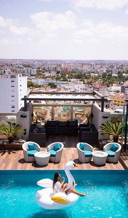 Piscine au Rooftop avec vue panoramique de la ville Blanche CASABLANCA