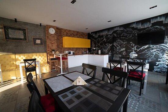 """Столовая первого этажа, где вы можете не только позавтракать и выпить бодрящего кофе,но и отдохнуть при просмотре ТВ или за игрой в """"настолки"""" :)"""