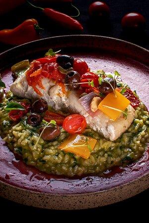 Bacalhau mediterrâneo com risotto espinafre